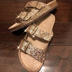 e016189f18f Shoes -    PRICE IS FIRM    Gold Slippers Sandals
